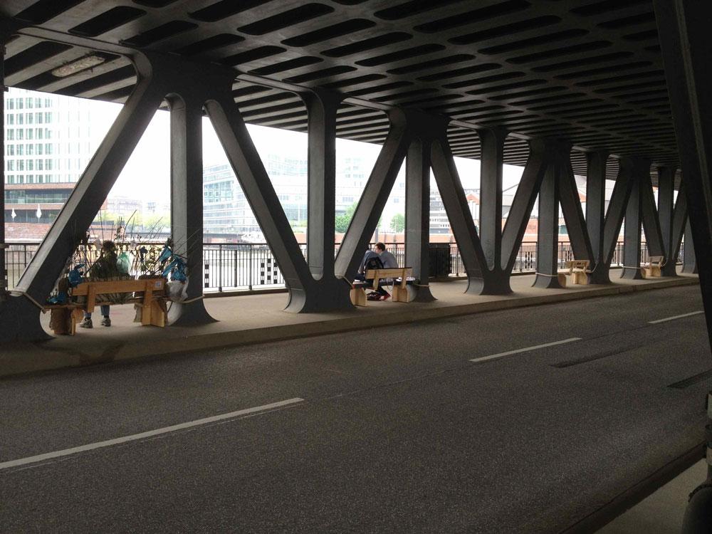 Die Oberhafenbrücke wird besetzt