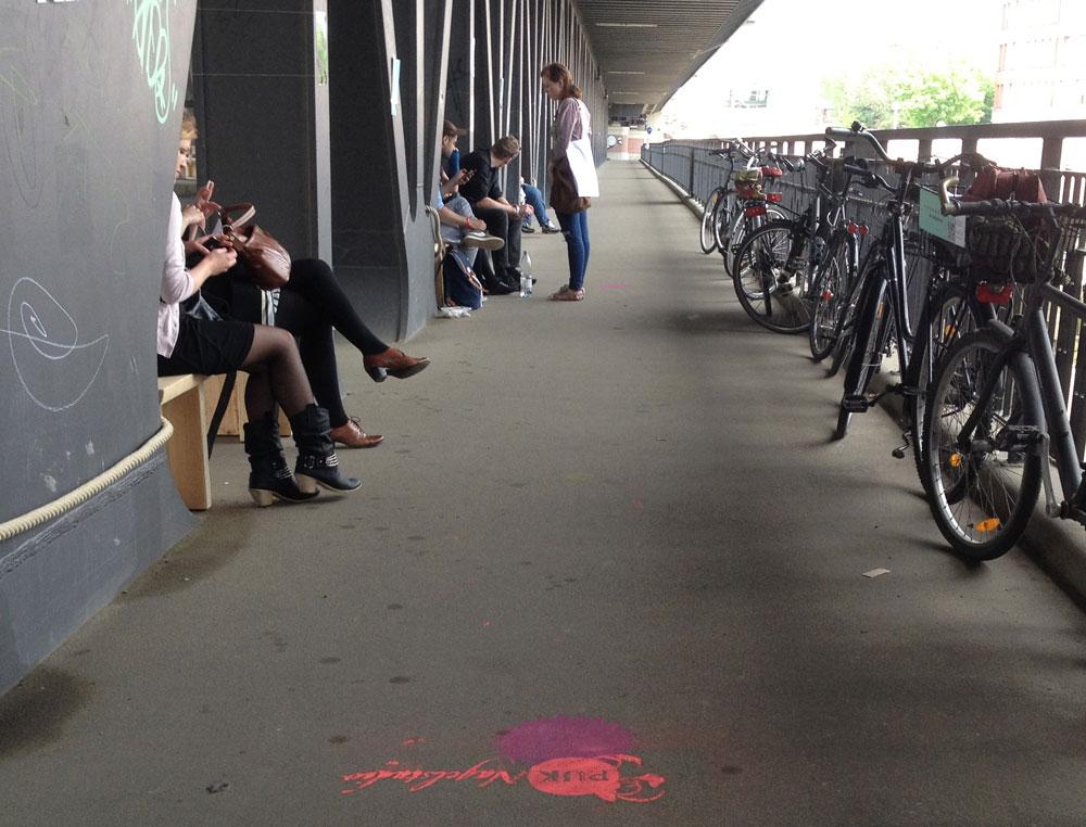 Impressionen während des Projektes mobile banking auf der Oberhafenbrücke